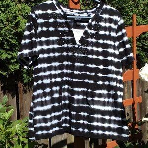 Black & White ERIKA tee- shirt v-neck.